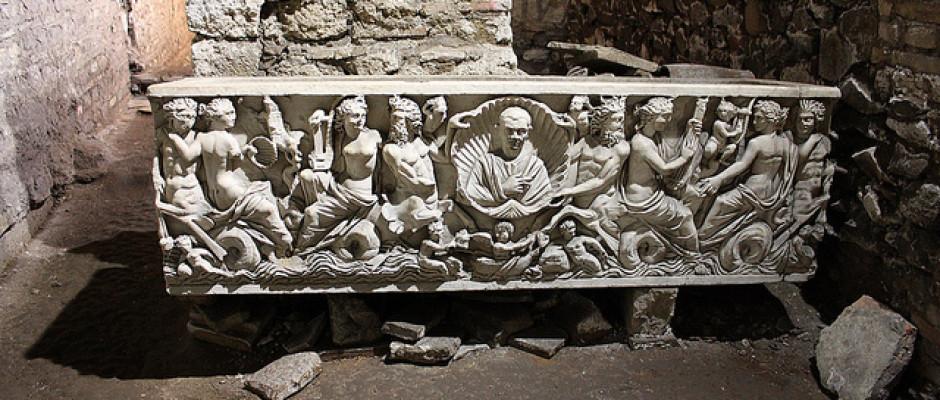 Sarcofago con Tritoni e Nereide